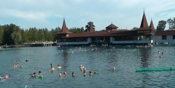 Soubor:Heviz - Madarsko - termalni jezero.JPG