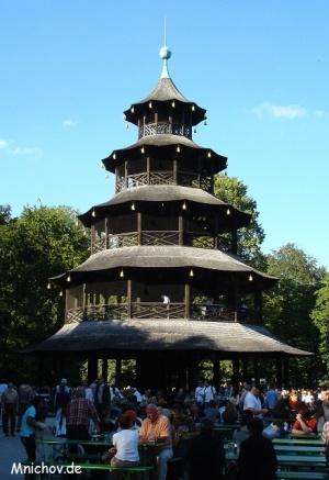 Čínská věž a oblíbená zahradní hospůdka