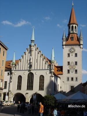 Altes Rathaus - pohled z Marienplatzu