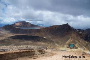 vlevo Mount Tongariro